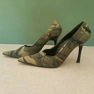 Bonnibel/ camo camouflage pointy toe heels